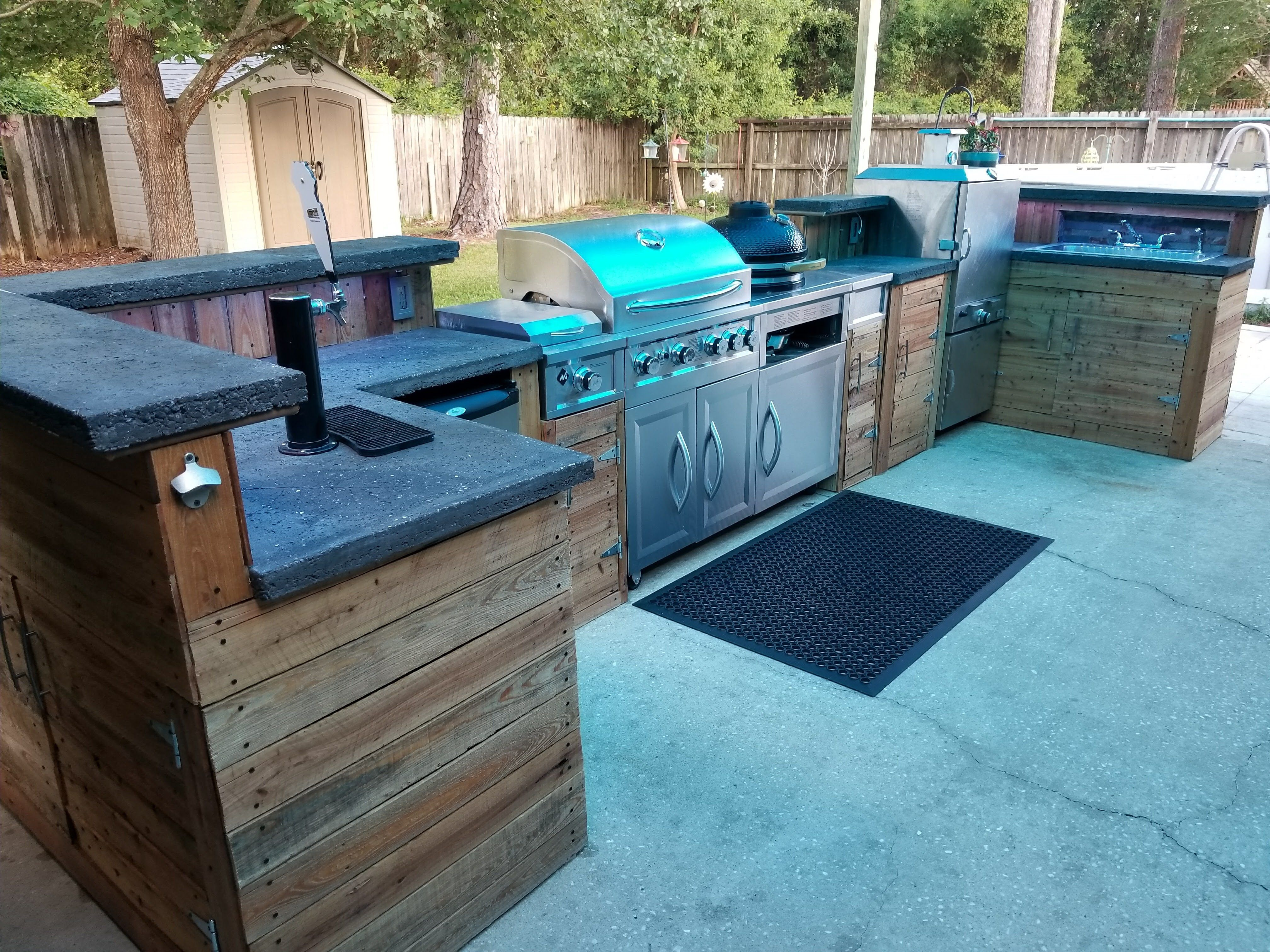 Outdoor kitchen build with lots of great ideas #modernpoolbig ...