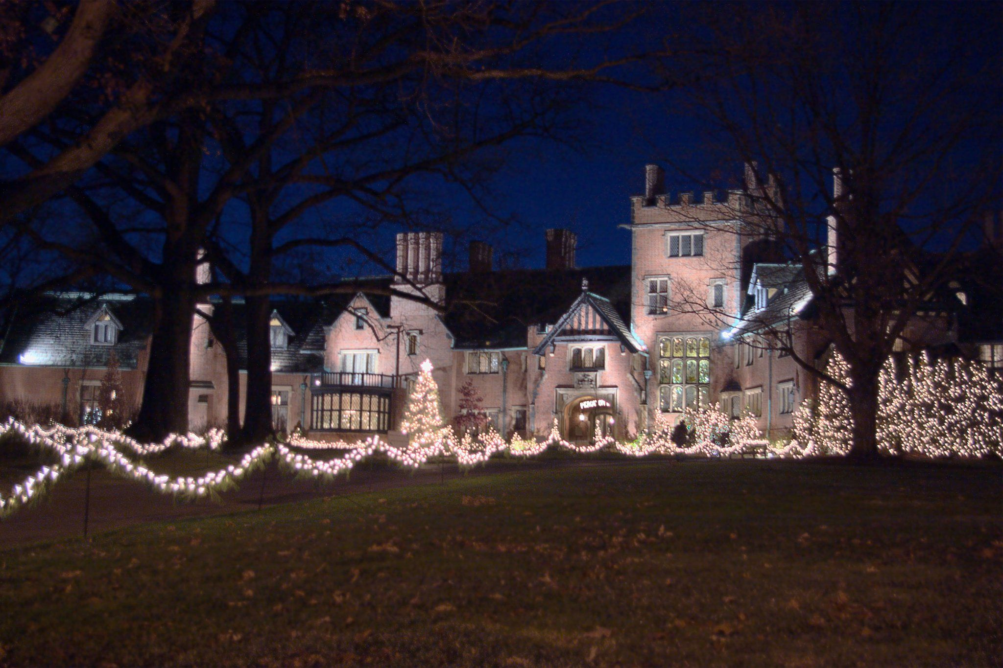 Christmas At Stan Hywet Hall Akron Ohio With Images American