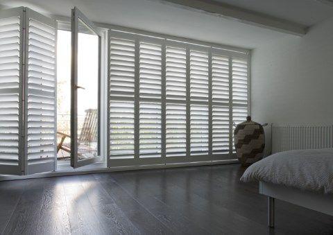 wei shutter f r ein breites fenster einrichtung pinterest t ren schlafzimmer und fenster. Black Bedroom Furniture Sets. Home Design Ideas