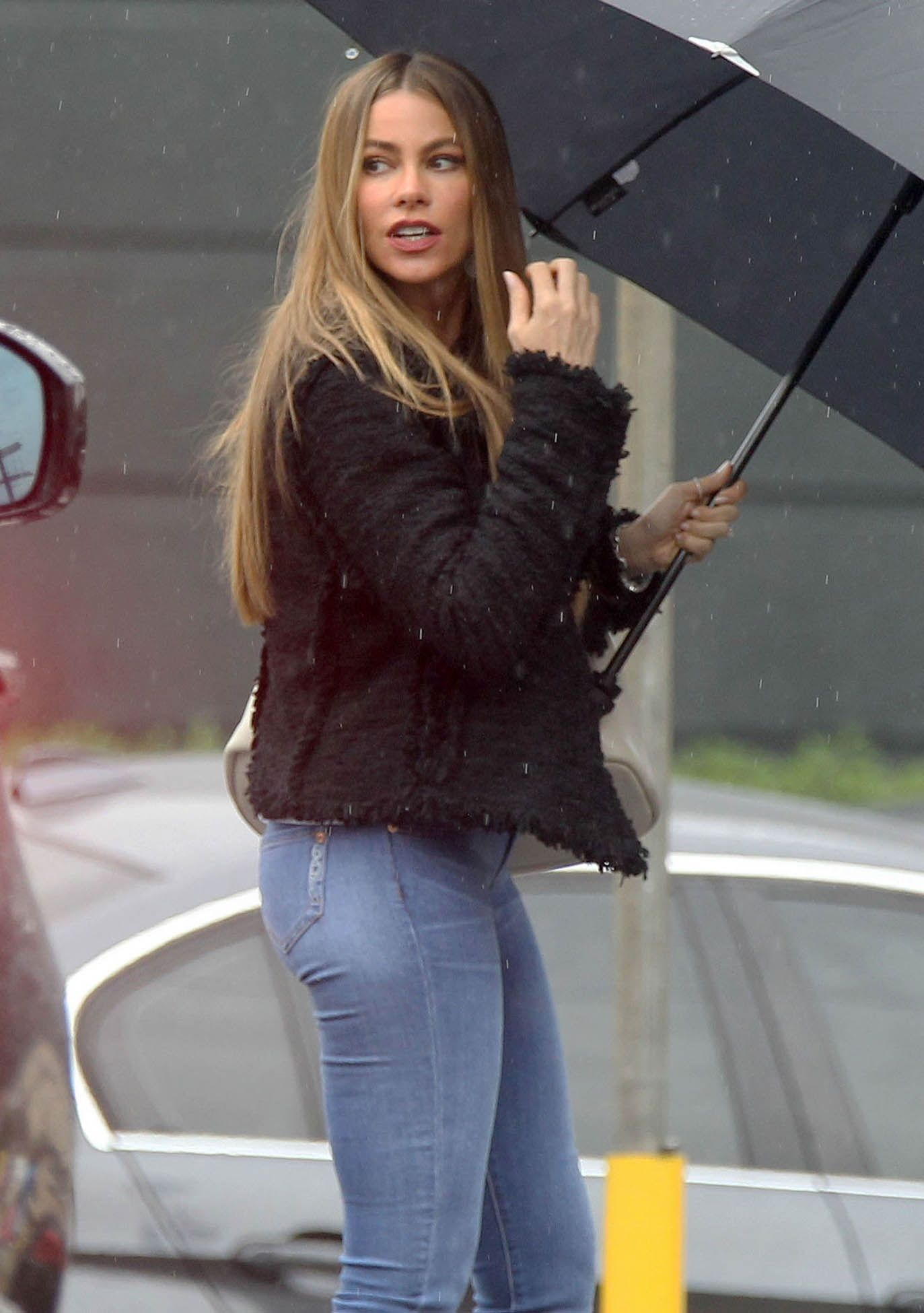 sofia-vergara-booty-in-jeans-296dbca1295199c8a5763d10c240ca90-large