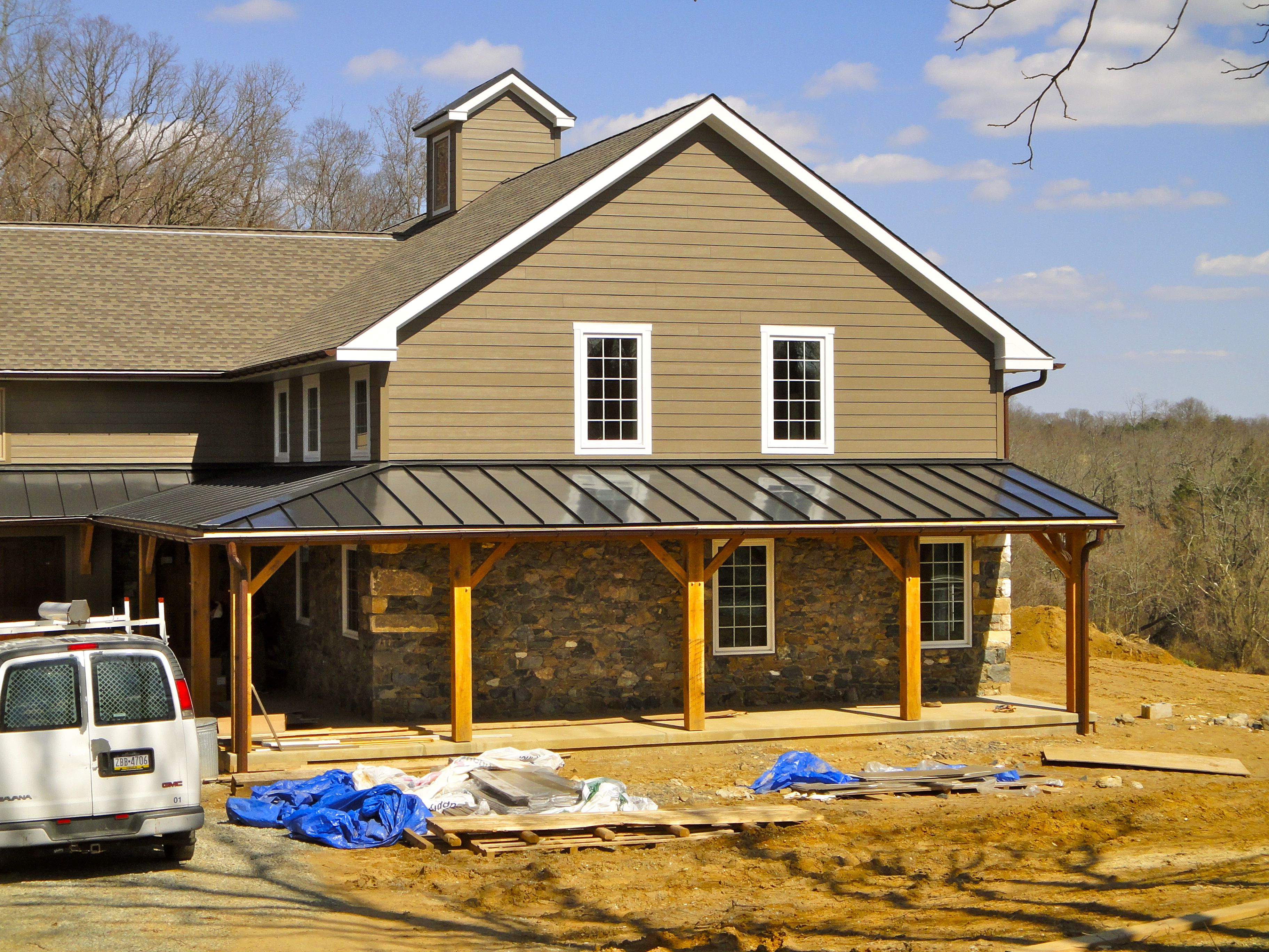 Farmhouse Exterior Colors With Metal Roof Metal Roof Is Shiny Houses With Hardie Board Siding And