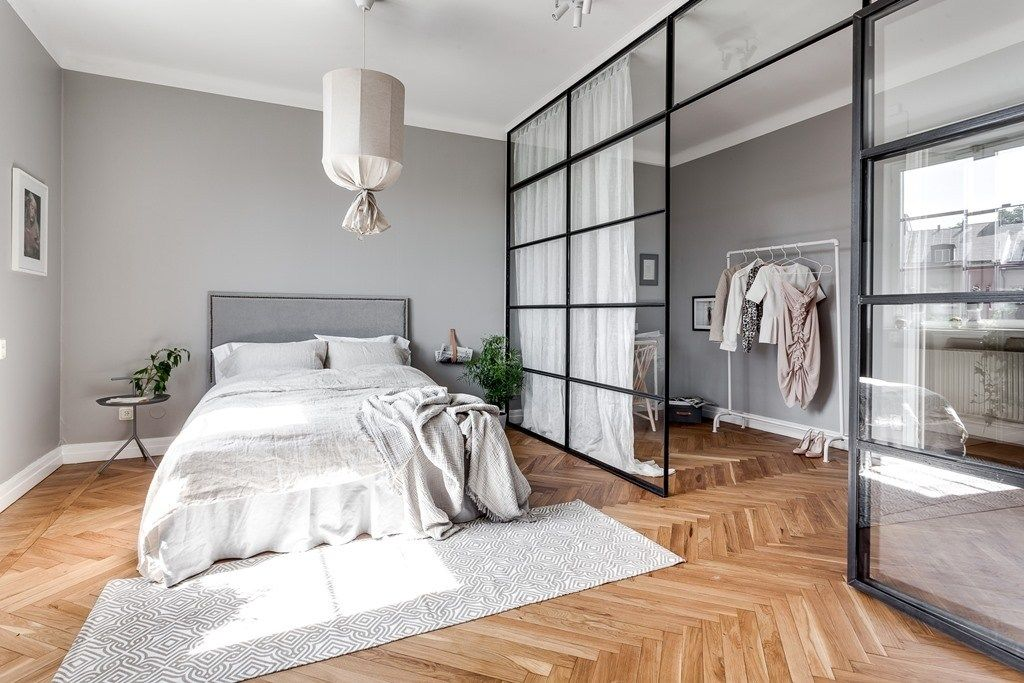 Grey home with a glass partition - COCO LAPINE DESIGN