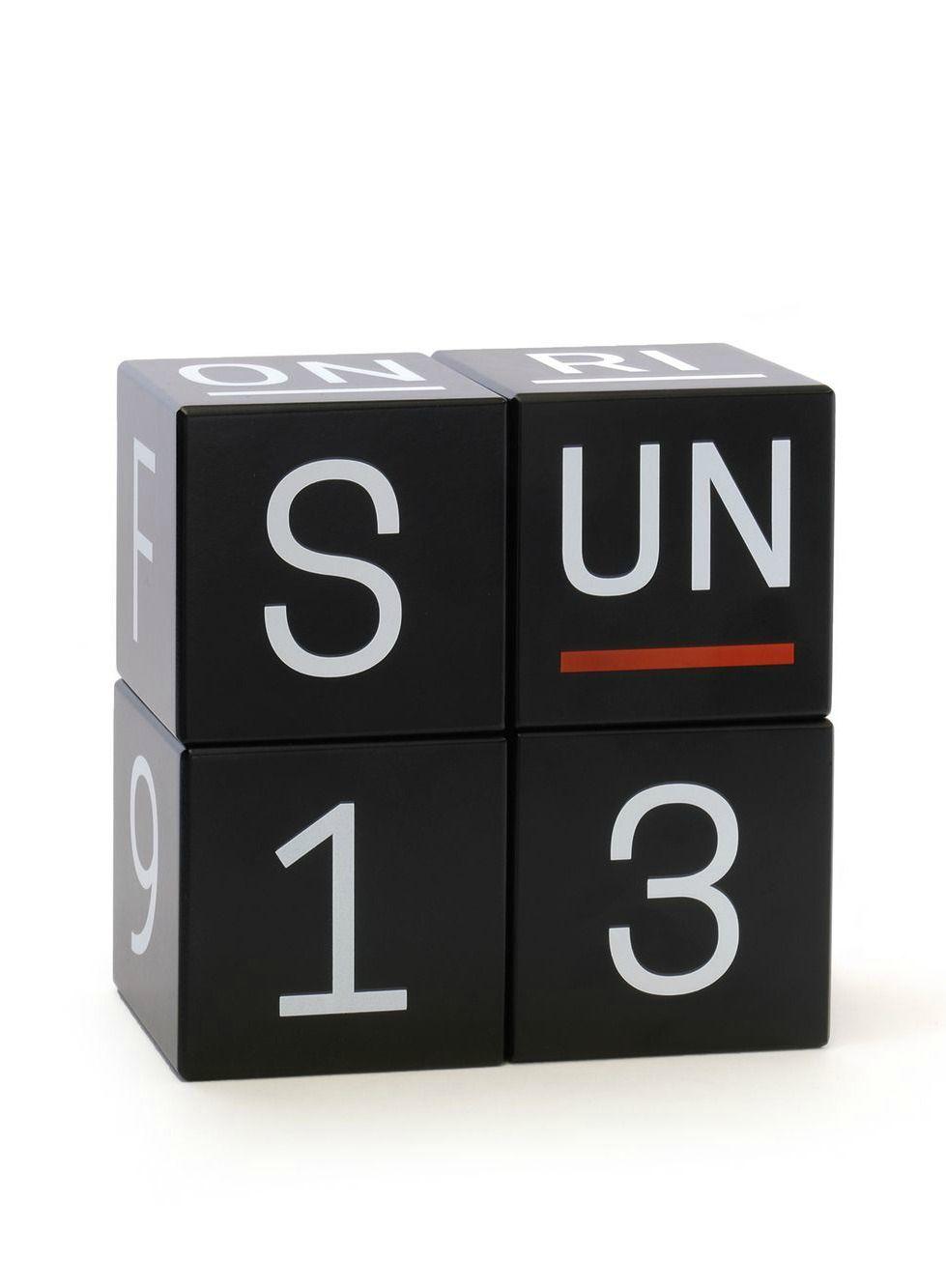 online bestellen bei designupdate.de 🖤 #siebensachen #würfelkalender #kalender #holz #schwarzweiß #wohnen #schönerwohnen #wohnideen #geschenkideen #büro #arbeitszimmer