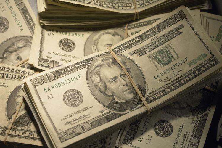 Američki Dolar Snažno Jača U Odnosu Na