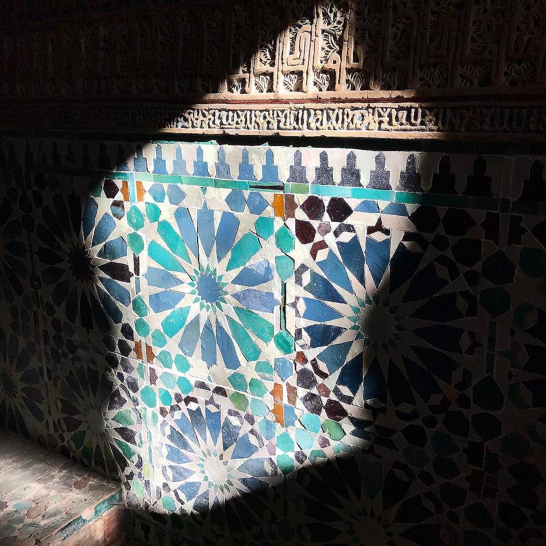 Detail of one of the most beautiful buildings in Spain - The chapel of San Bartolome in #Cordoba. This tiny building is a sublime example of #mudejar #architecture built right on the cusp of #gothicstyle . . #cordoba #sanbartolome #design #arabesque #azulejos #experiencethespainyouneverknew #tomaandcoe