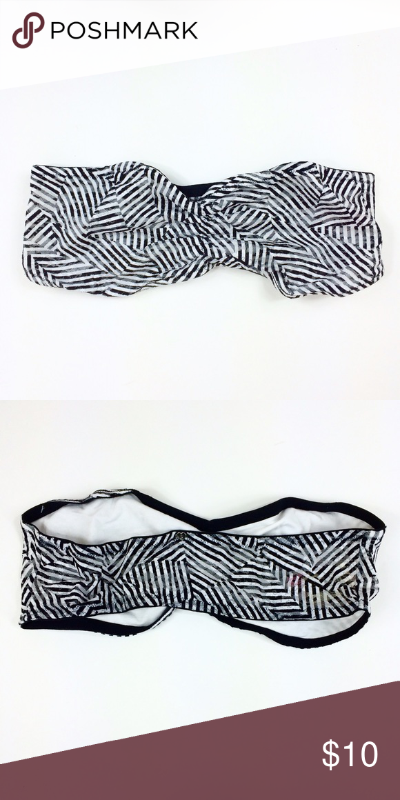 VS PINK Black & White Stripes Bandeau (Large) ✨ this cute bra has no underwire and no padding. Super cute to wear under anything.✨ PINK Victoria's Secret Intimates & Sleepwear Bandeaus