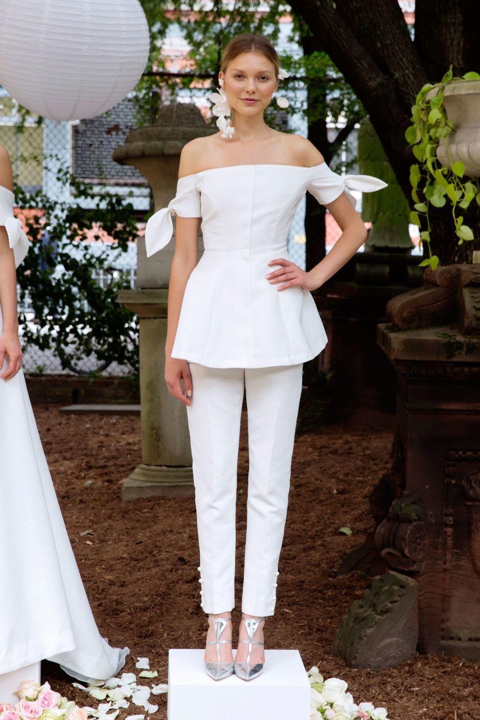 Non traditional wedding dress   Unique Wedding Dresses for   Non Traditional Spring Wedding
