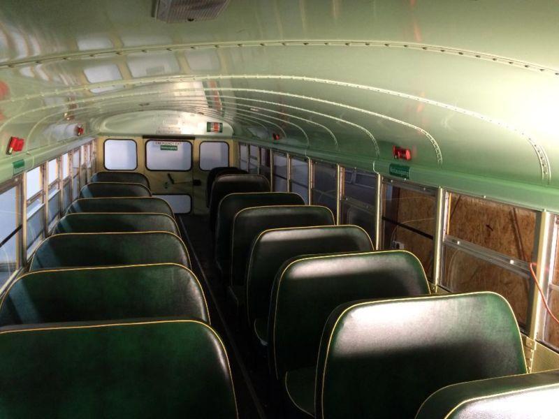 amerikanischer school bus schoolbus t v au 44 sitzpl tze. Black Bedroom Furniture Sets. Home Design Ideas