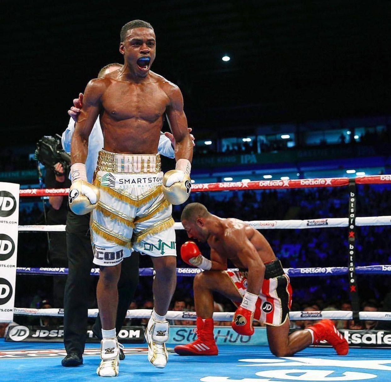 Errol Spence Proves He S The Truth Stops Brook In Eleven Brookspence Boxing Errol Martial Arts Photography Boxing Workout