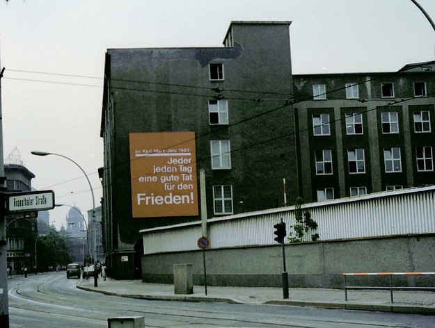 So Sehr Hat Sich Ost Berlin In Den Letzten 25 Jahren Verandert Ostberlin Berlin Berlin Mitte