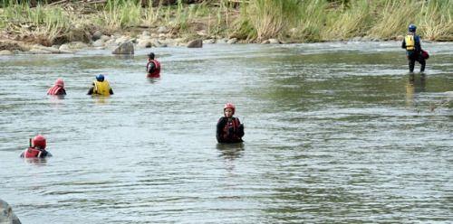 Buzos reanudan búsqueda de joven en río Mameyes...