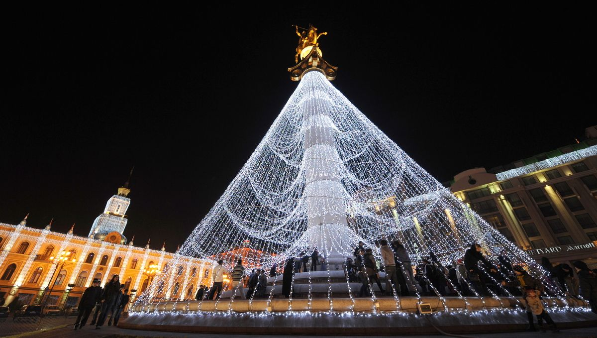 15 Extreme Christmas Trees