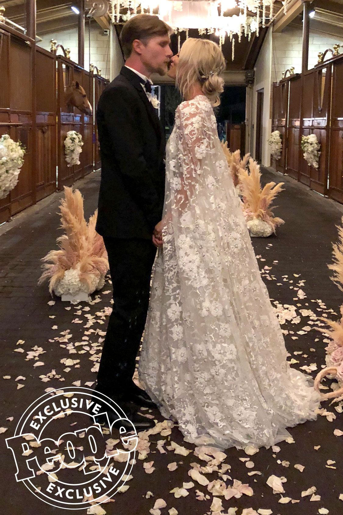 How Kaley Cuoco Achieved Her Effortless And Natural Wedding Day Look All The Details Wedding Dresses Lace Intimate Wedding Ceremony Wedding Styles