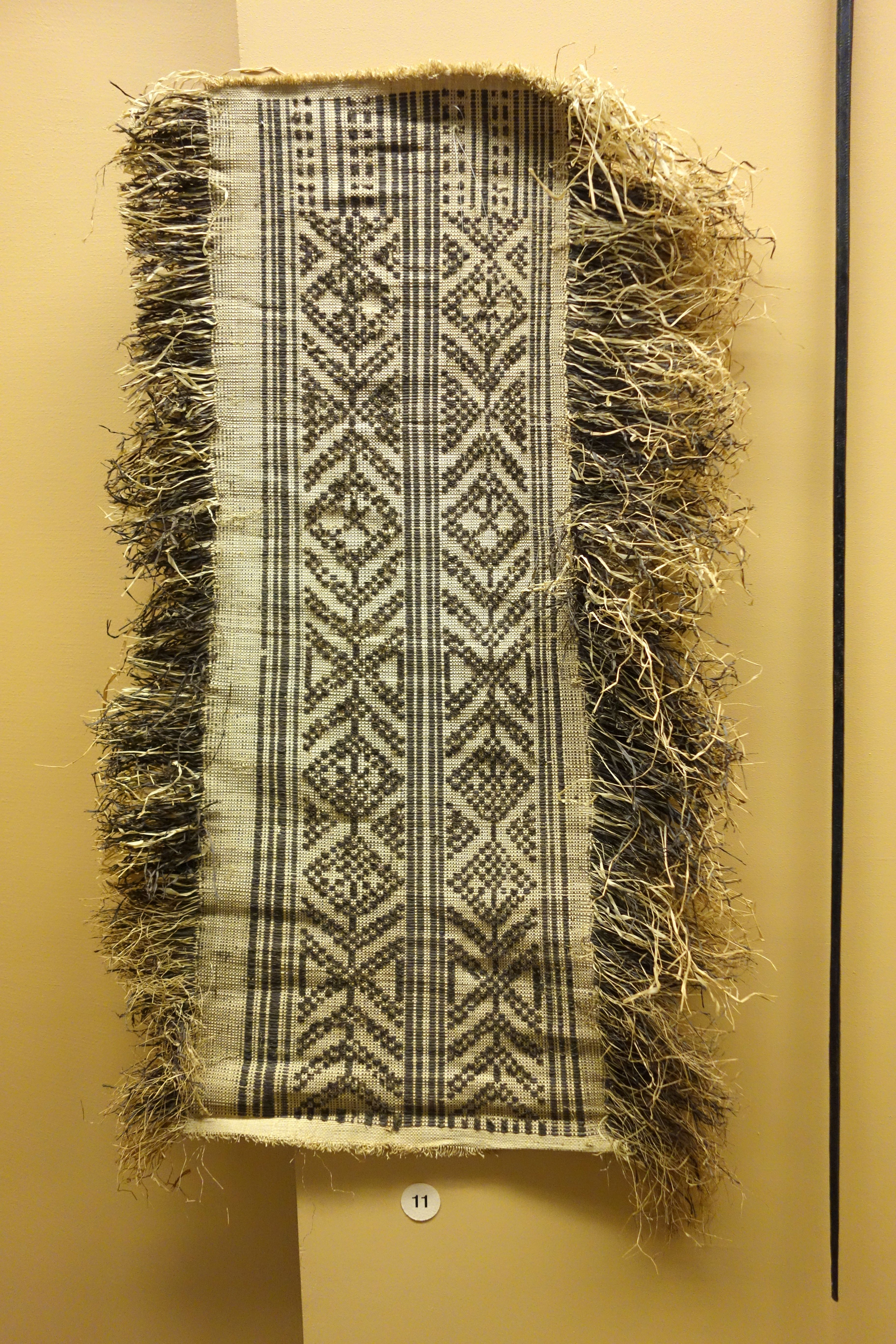 upload.wikimedia.org wikipedia commons c cf Loin_cloth_-_Tetela_-_Royal_Museum_for_Central_Africa_-_DSC06009.JPG