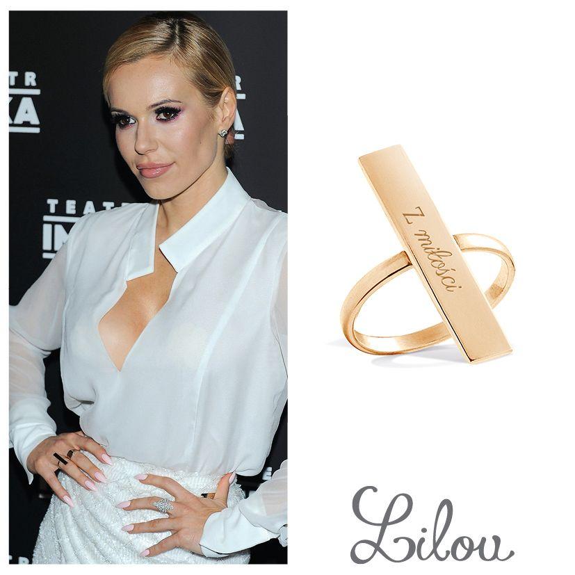 Doda, faboulous Polish pop queen, creates unique style with our new minimalist ring. #celebrities #bemylilou #doda #dorotarabczewska #ring #jewelry #engraving #fashion