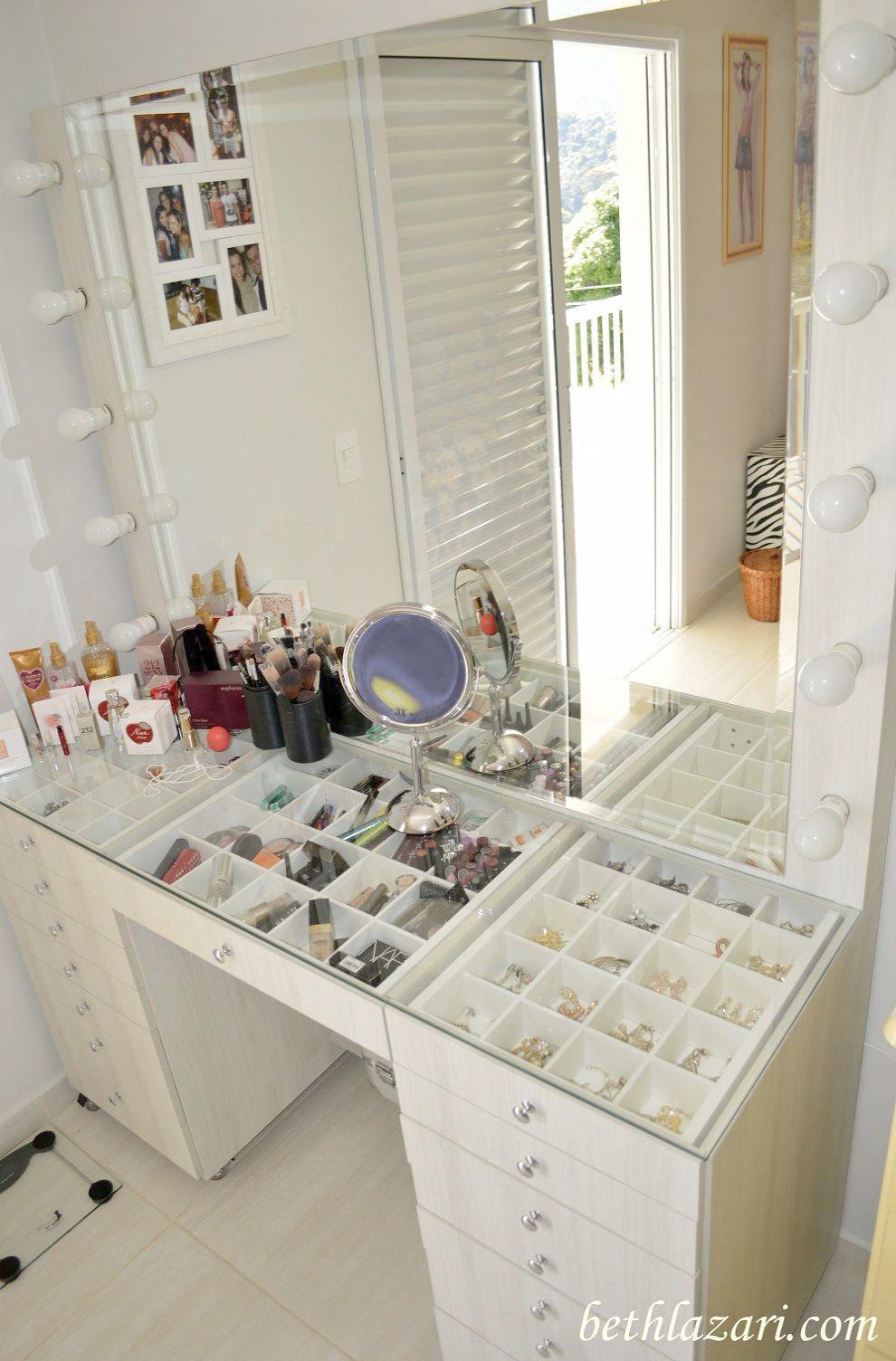 Makeup Looks Night Out Per Makeup Revolution Kalendarz Adwentowy Underneath Makeup Artist Programs Because Makeup Vanity For Bedroom M Beauty Room Home Design