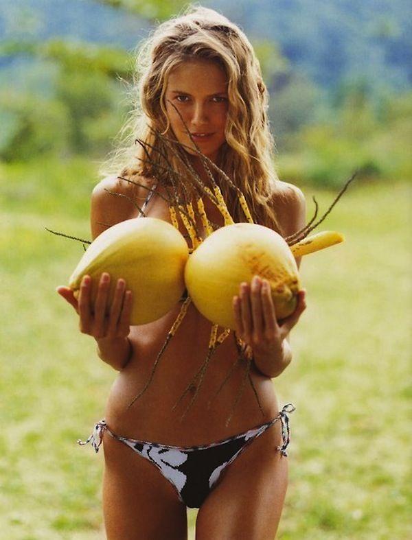 Heidi klum starts stripe bikini
