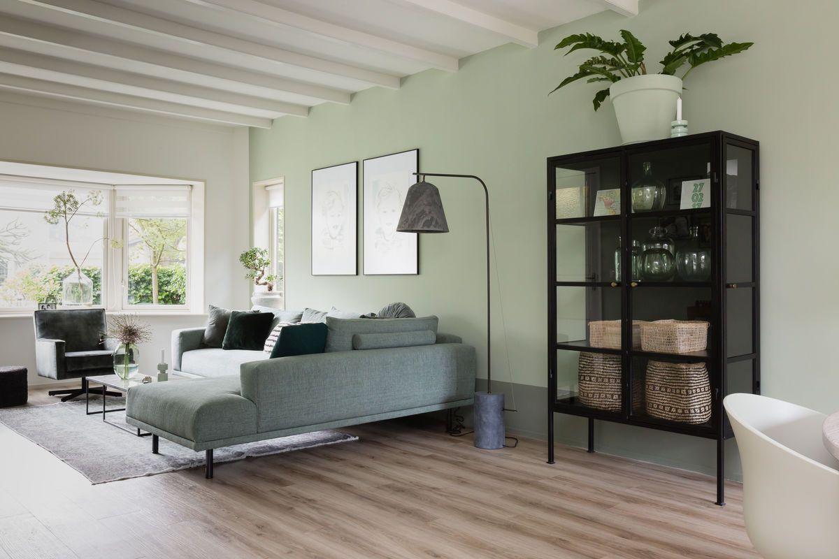 Minimalistisch interieur zithoek een licht en minimalistisch