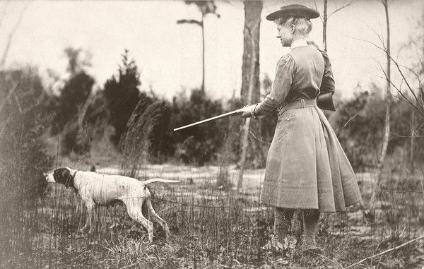 The Amazing Life Of Annie Oakley 15 Photos In 2021 Annie Oakley Oakley Vintage Dog