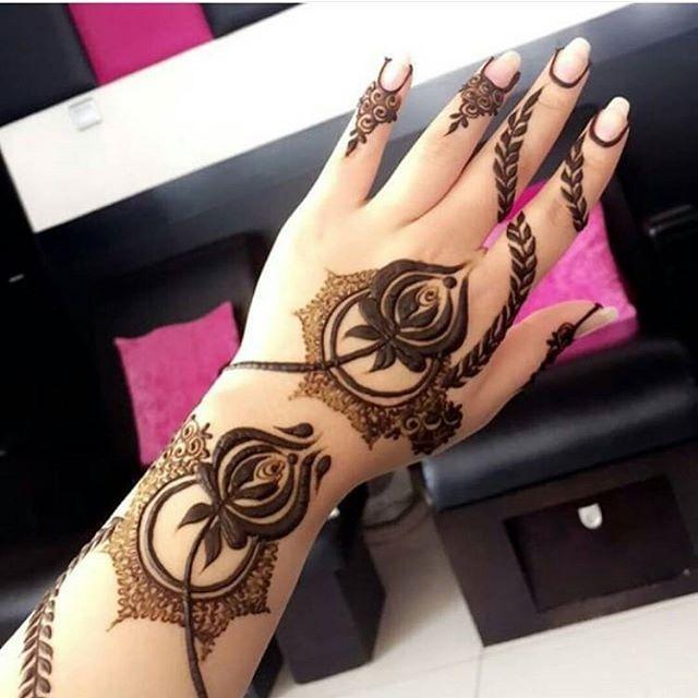 Pin By Hiral Chovatiya On Sudanese Henna Rose Mehndi Designs Finger Henna Designs Mehndi Designs