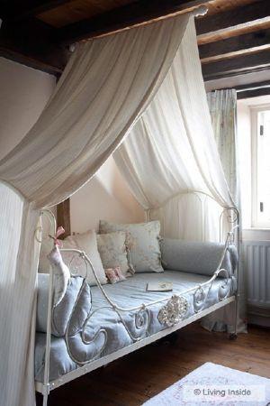 un lit de princesse pour une petite princesse modalisa lit baldaquin pinterest. Black Bedroom Furniture Sets. Home Design Ideas