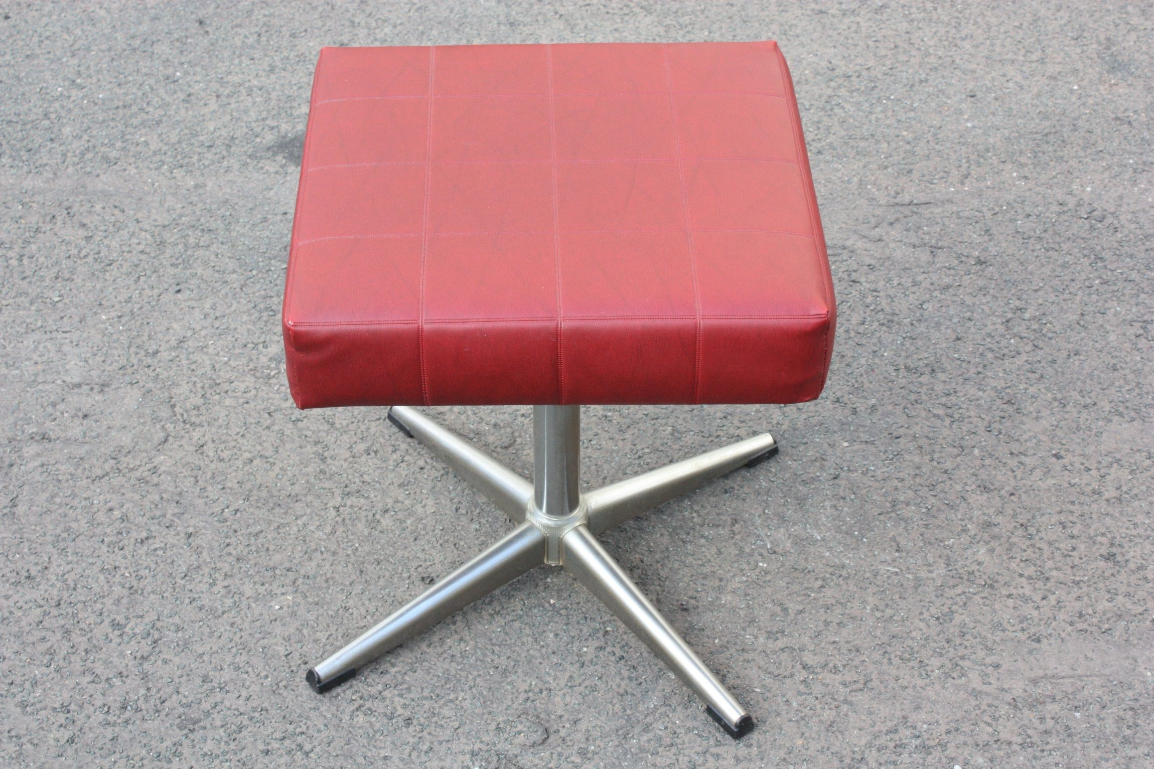Hocker Vintage 70s Mit Chromgestell Fusshocker Chrom Mobel Stool Footrest Square In 2020 Hocker Haus Deko Fusshocker