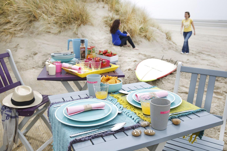 Table et chaises les pieds dans le sable... le bonheur ! (collection ...