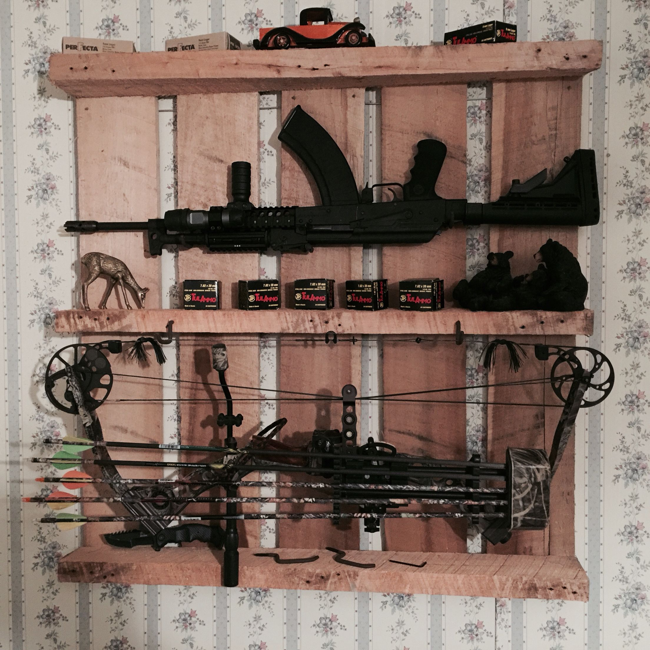 Wood Pallet Weapon Rack
