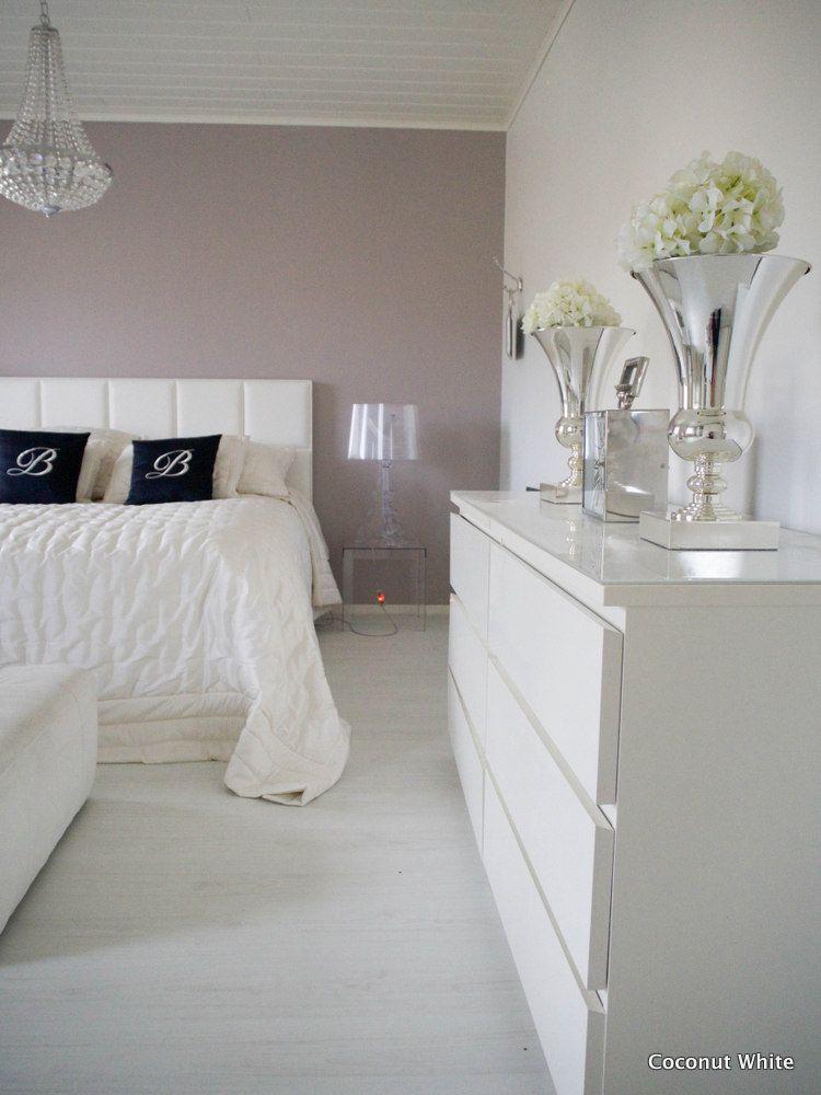 Coconut White: Uudet kromiset AmandaB:n maljakot makuuhuoneessa
