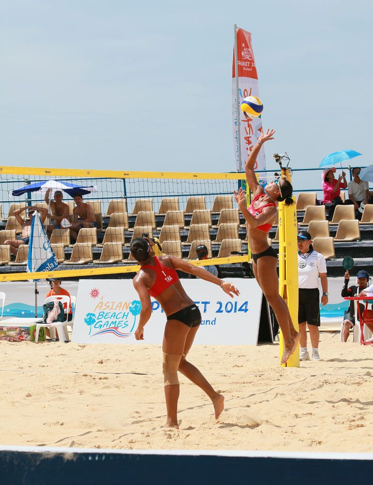 Thailand Action At A Women S Beach Volleyball Game At The 4th Asian Beach Games November 17 Jeux De Plage Sport Gourde