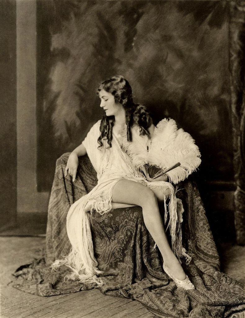 a2d54d431bcb62469662f1dd6f299f81 ziegfield girls ziegfeld girls photography pinterest Wire Harness Assembly at bayanpartner.co