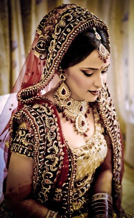 Gold Bridal Makeup : Indian bridal makeup, jewellery, jewelry, maroon gold ...