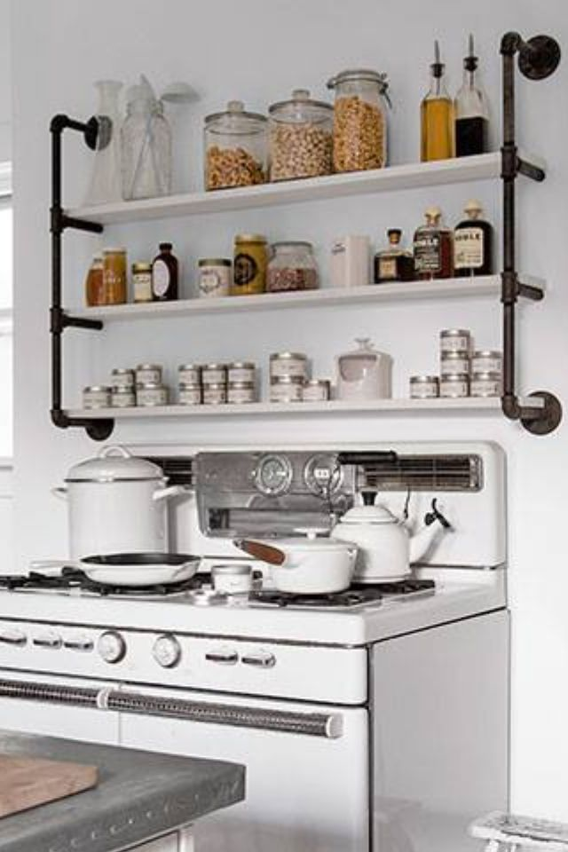 love the shelving above the stove kitchen ideas pinterest k che offene regale und. Black Bedroom Furniture Sets. Home Design Ideas
