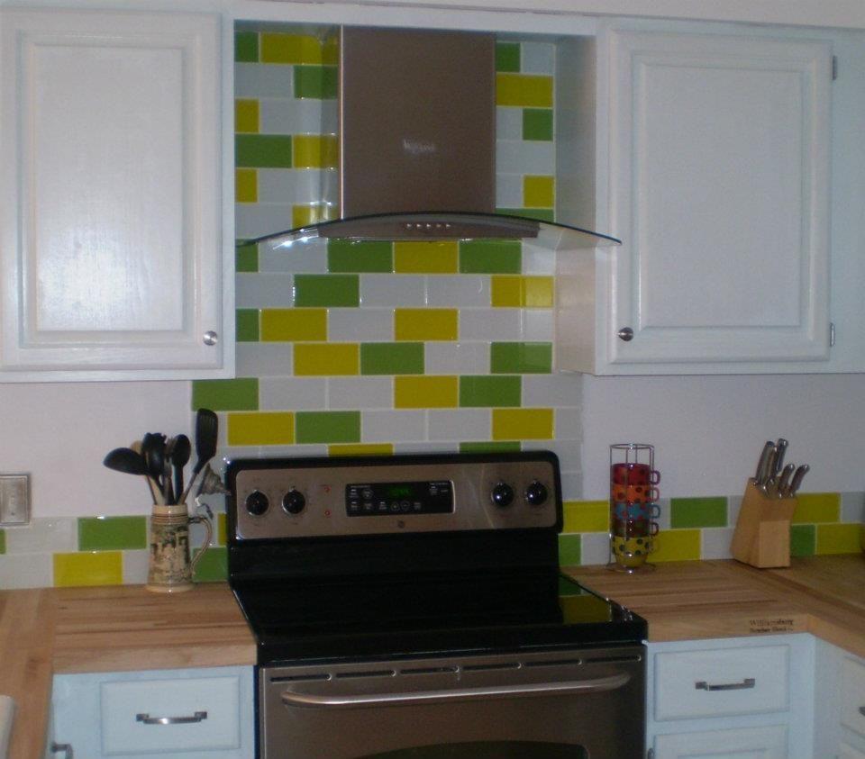 Pop Of Color For Your Backsplash Mix And Match Our Lush Glass Subway Tile Custom Glass Modern Tiles Backsplash Wallpaper