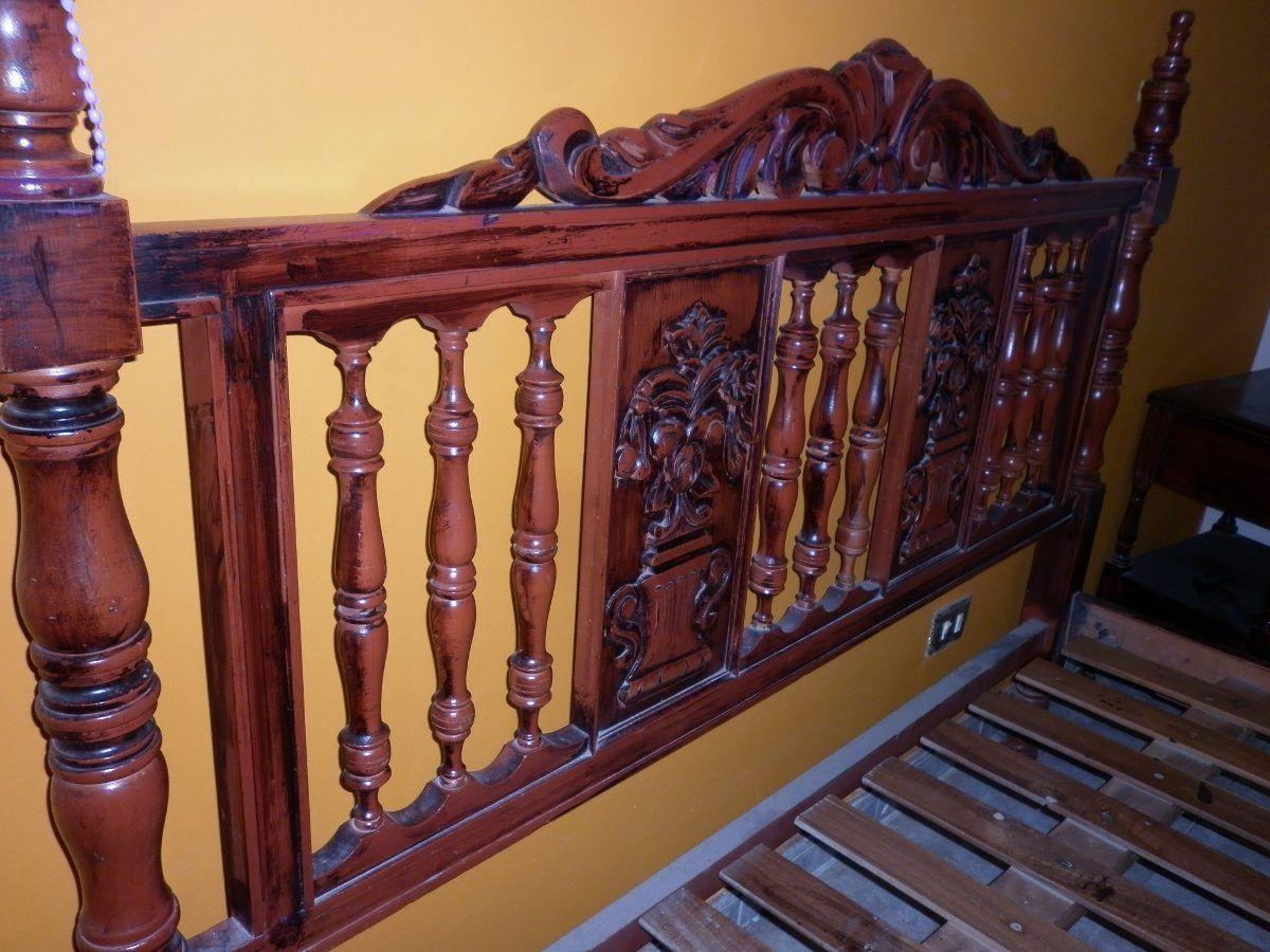 Cama matrimonial de madera tallada en for Cuanto miden las camas matrimoniales