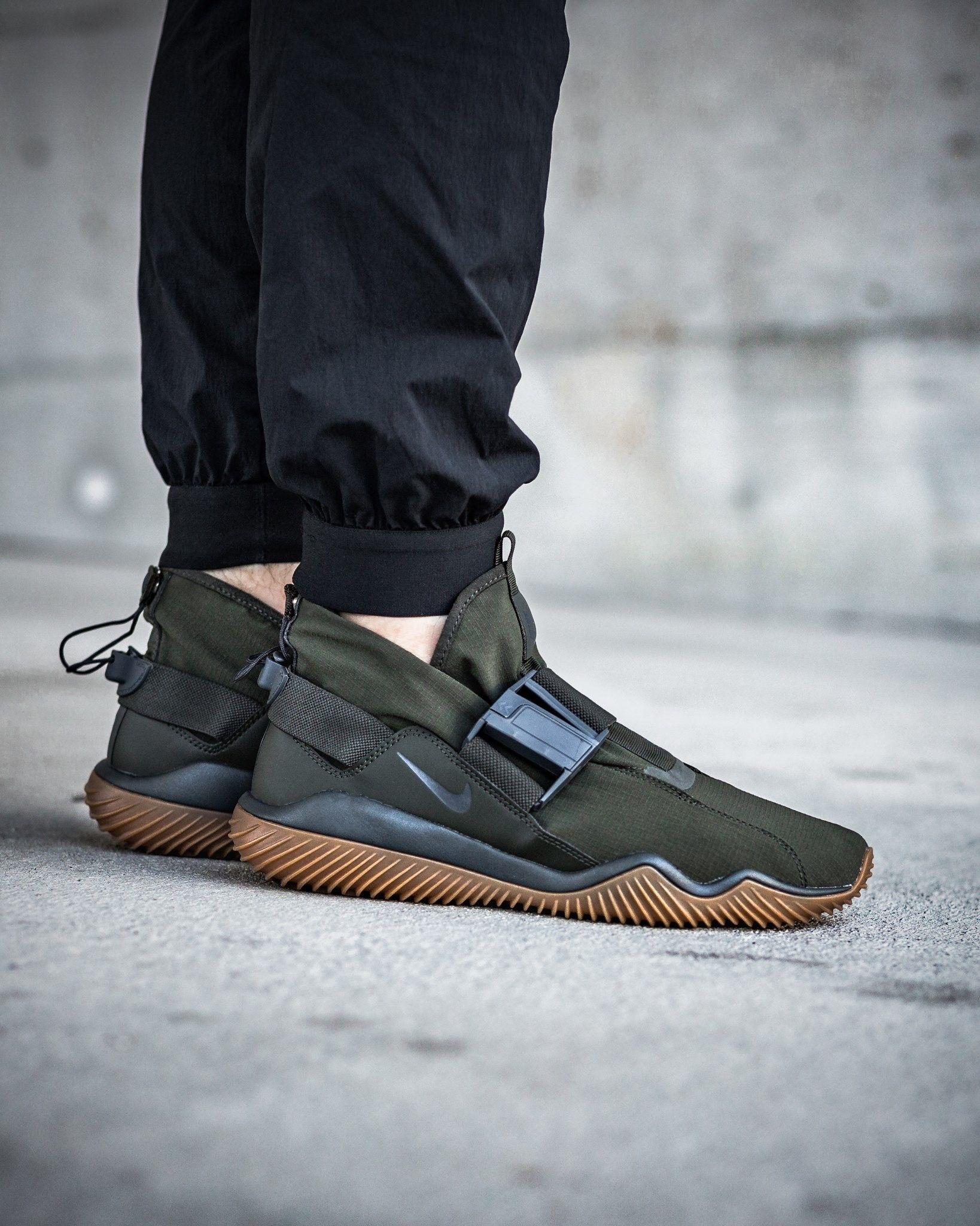 fbf62f45b3078d Nike Komyuter