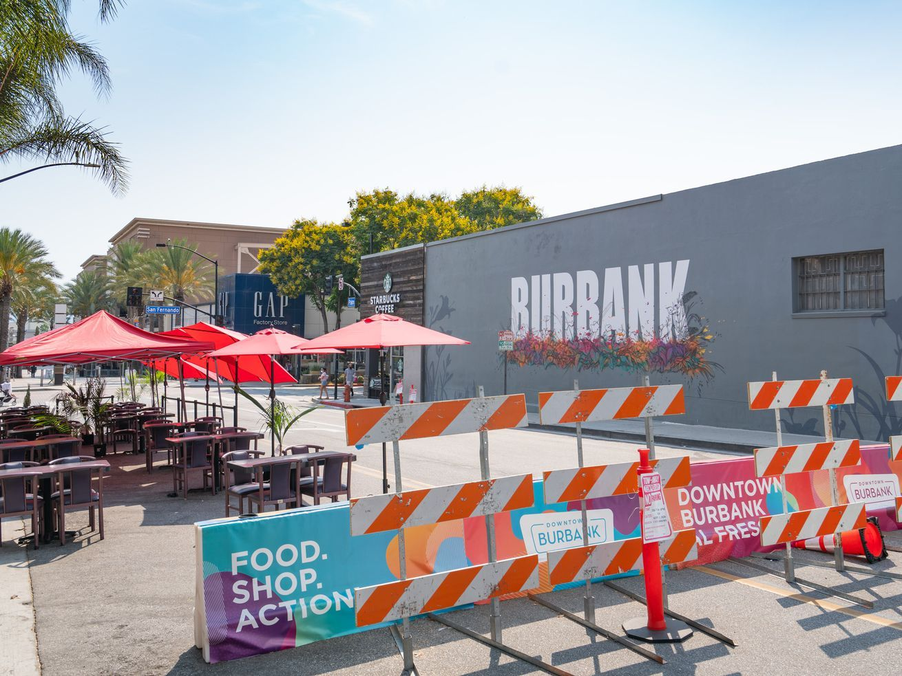 Los Angeles Mayor Extends Sidewalk Parking Lot Dining Program Until End Of 2020 In 2020 Outdoor Dining Area Burbank Indoor Dining