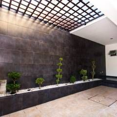Casa at casas de estilo por cenit arquitectos moderno - Tragaluces para tejados ...
