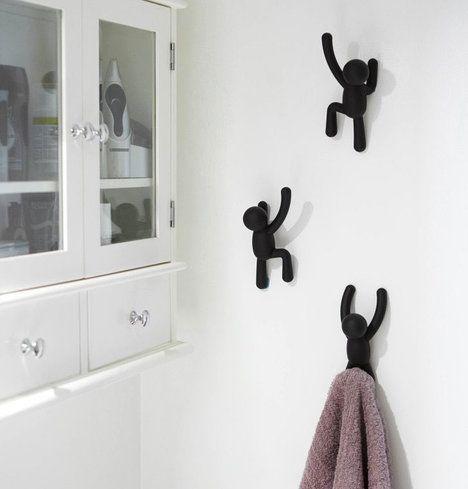 Vtipné stylové háčky na zeď Buddy ve tvaru panáčka od značky Umbra budou na holé zdi k nepřehlédnutí, cena za tři kusy 525 Kč; Mhome