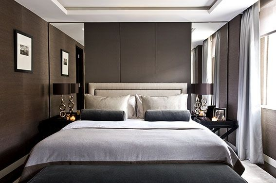 Tall mirrors either side of high headboard contemporary for Parete letto design