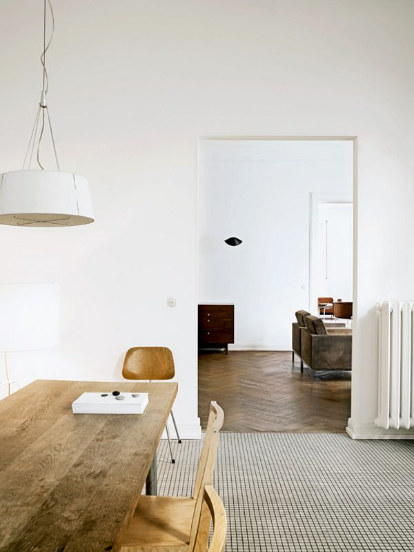 Simple Perfect.  The home of Wolfgang Benkhen, photographed by Marc Seelen for Elle Decor Italia