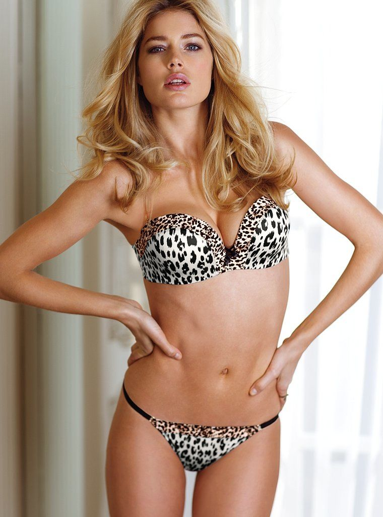 2a960cd64465d Dutch supermodel poses in Victoria s Secret lingerie and swimwear. Sexy  Doutzen Kroes Photo
