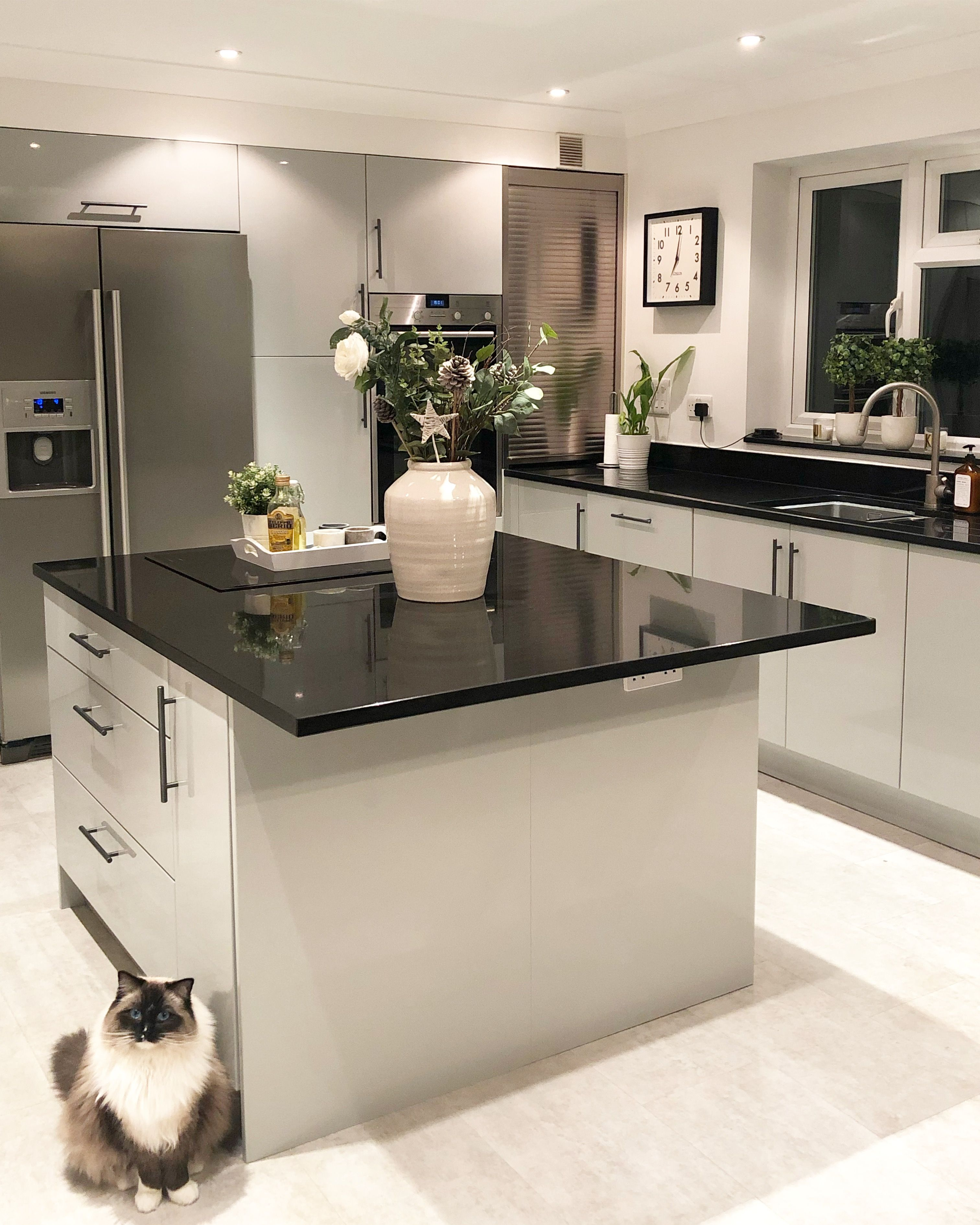 Grey Gloss Kitchen And Island Home Decor Kitchen Grey Gloss Kitchen Kitchen Design