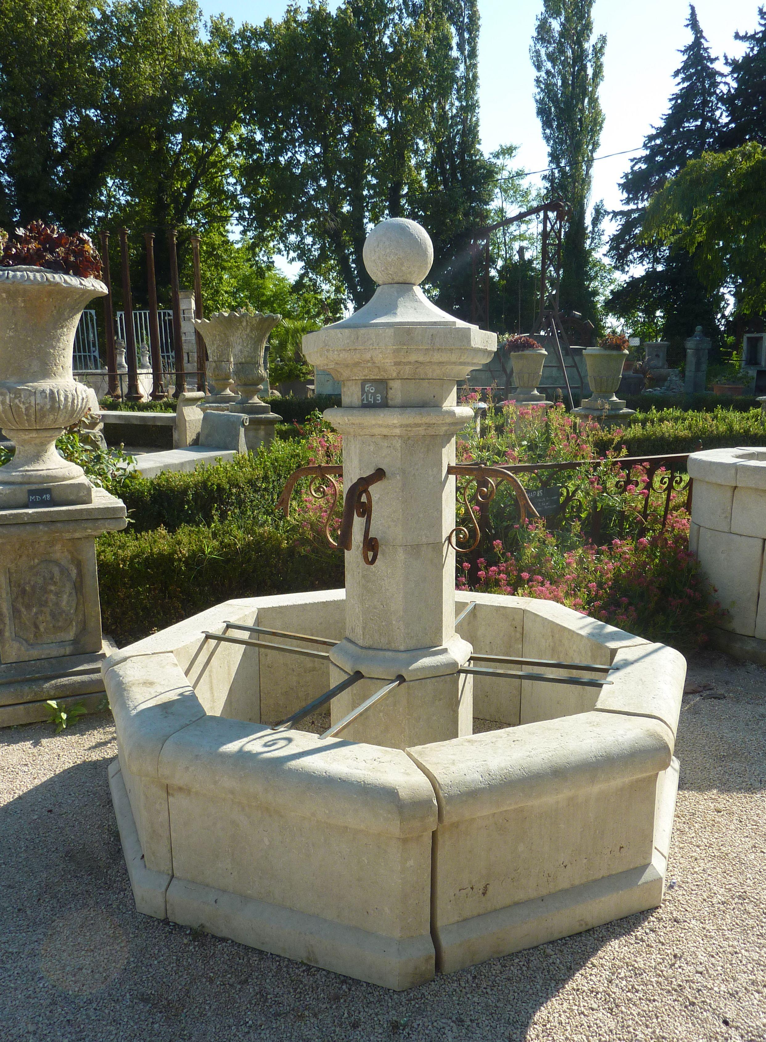 Cette fontaine octogonale de petit format permet d\'agrémenter son ...