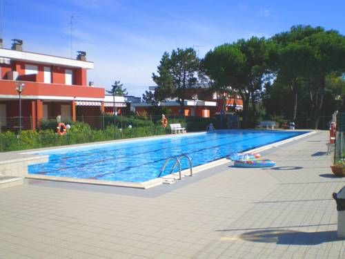 Villetta Esedra Lido delle Nazioni Villetta Esedra is a holiday home with a patio, located in Lido delle Nazioni in the Emilia-Romagna Region. The unit is 36 km from Ravenna. Free private parking is available on site.  There is a seating area, a dining area and a kitchenette.