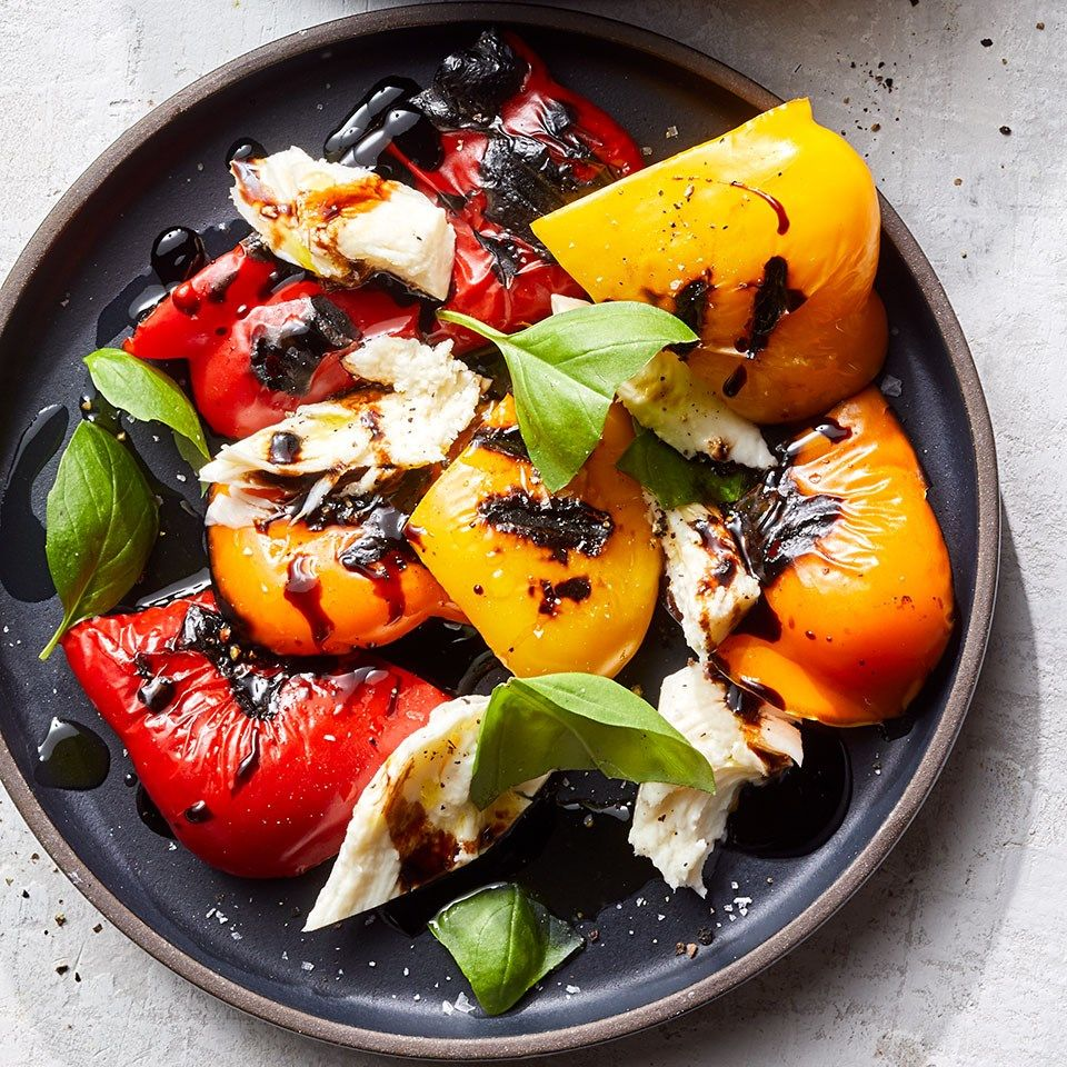 Roasted Bell Pepper Salad with Mozzarella & Basil #bellpeppers