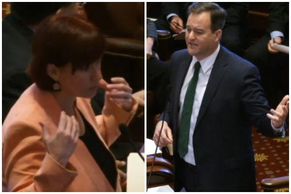 Senate Dems pass $3.9 billion Illinois higher education bill; GOP says it's a sham - http://www.rebootillinois.com/2016/03/17/editors-picks/mark-fitton/senate-dems-pass-3-9-billion-illinois-higher-education-bill-gop-says-its-a-sham/54699/
