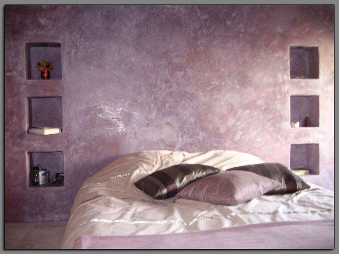 D coration violet le stuc stucco enduit italien la for Enduit mural decoratif interieur