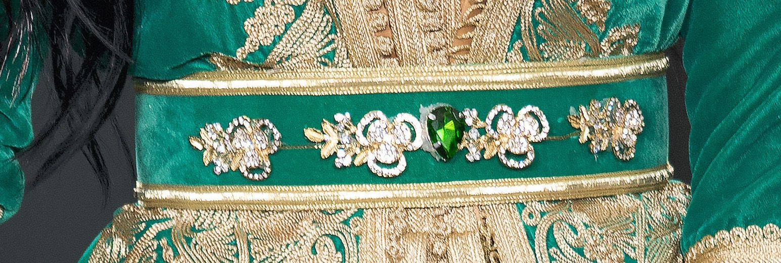 Détail ceinture caftan Palmyre   faite à la main en velour avec brodure  tressée dorée. 0fd9c5d9293