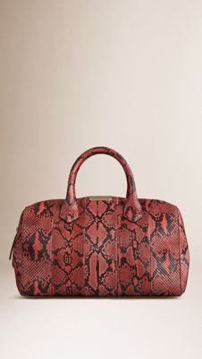 Burberry Peony The Medium Alchester in Python - The Medium Alchester in  python. The design features hand-painted edges and a leather lining. 6243cb2253281